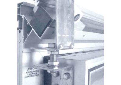 Materiales-camaras-frigorificas-MASCOLD-puertas-detalleherraje